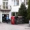 Przewrócony samochód wiceburmistrza, wyrwane drzewo. Co się dokładnie wydarzyło w centrum Tłuszcza?
