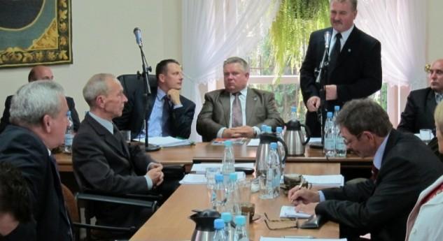 Zobacz video i wystąpienia – XVII Sesja Rady Miejskiej w Tłuszczu