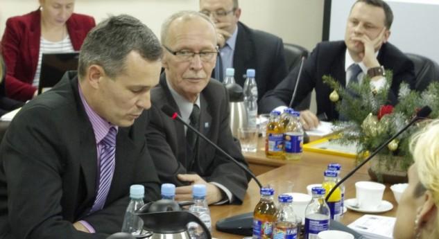 ST 1 (81)/2014 Wiceburmistrz przeprasza radnego, a powiat zaciska pasa – czyli relacja z sesji Rady Miejskiej
