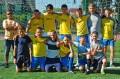 Mistrzowie Ligi Regionalnej - zawodnicy UKS Kruszewianka Krusze z trenerem Tomaszem Bogusiewiczem (fot. K. Wyszyńska)
