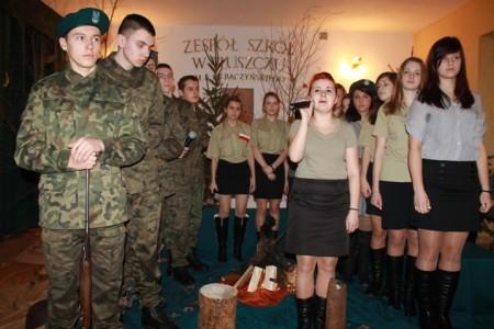 Finałowa piosenka - Dziś idę walczyć - Karolina Tarach z mikrofonem