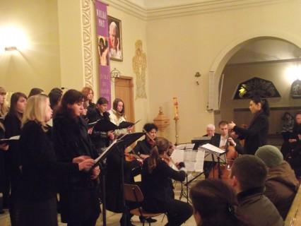 """Podczas koncertu artyści wykonali utwór Giovanniego Battisty Pergolesiego """"Stabat Mater"""", fot. Arkadiusz Przybysz"""