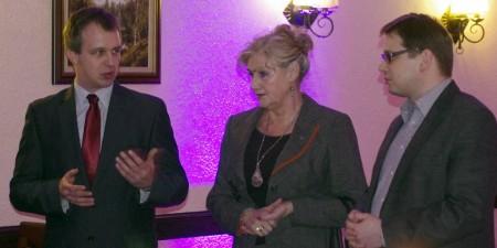 Przewodniczący Igor Sulich, senator Anna Aksamit i wicemarszałek Krzysztof Strzałkowski na spotkaniu Platformy Obywatelskiej w Tłuszczu