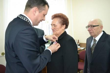 W tym roku uroczystość Złotych Godów obchodzili m.in. Państwo Marta i Henryk Kowalikowie (fot. UM w Tłuszczu)