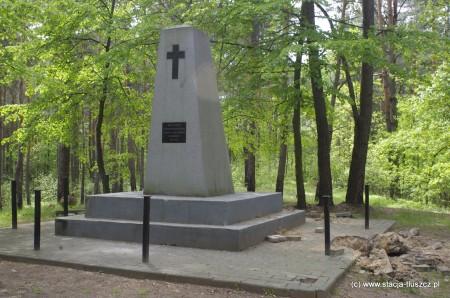 Dewastacja pomnika na Konarach