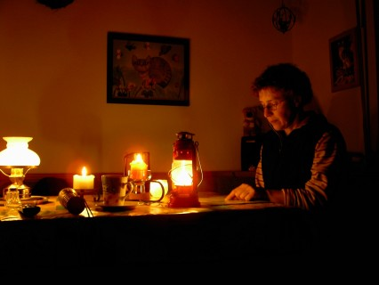 Brak drukowanych informacji o przerwach w dostawie prądu może niemile zaskoczyć wiele osób… Firma PGE tłumaczy, że ogłoszenia publikowane tylko w internecie są zgodne z prawem. Fot. freeimages.com/profile/alfi007