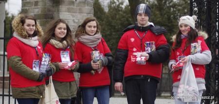 Silne reprezentacje wolontariuszy WOŚP można było spotkać też w Jasienicy i Postoliskach (na zdjęciu)