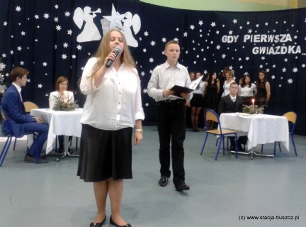 Młodzież do jasełek przygotowywały Panie Henryka Sternicka, Ewa Sobolewska i Ewa Żmudzka