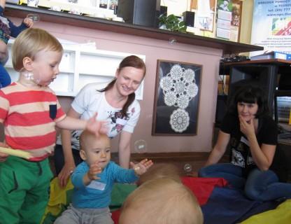 Stowarzyszenie Kastor prowadzi obecnie w Tłuszczu grupy zabawowe dla dzieci w wieku od 6 miesiąca do 4 lat, które cieszą się dużym zainteresowaniem rodziców z naszej gminy