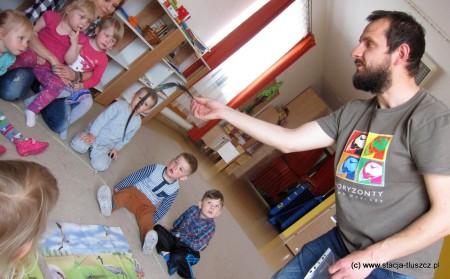 Dzieci z dużym zainteresowaniem uczestniczyły w zajęciach prowadzonych w ramach projektu