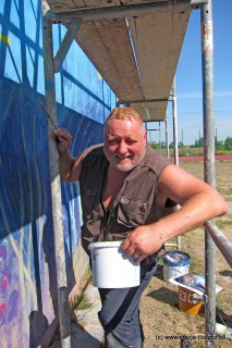 O Rafale Roskowińskim mówi się, że to prekursor muralu w Polsce. Ma na swoim koncie wiele realizacji i działa aktywnie w przestrzeni publicznej od przełomu lat 80 i 90.